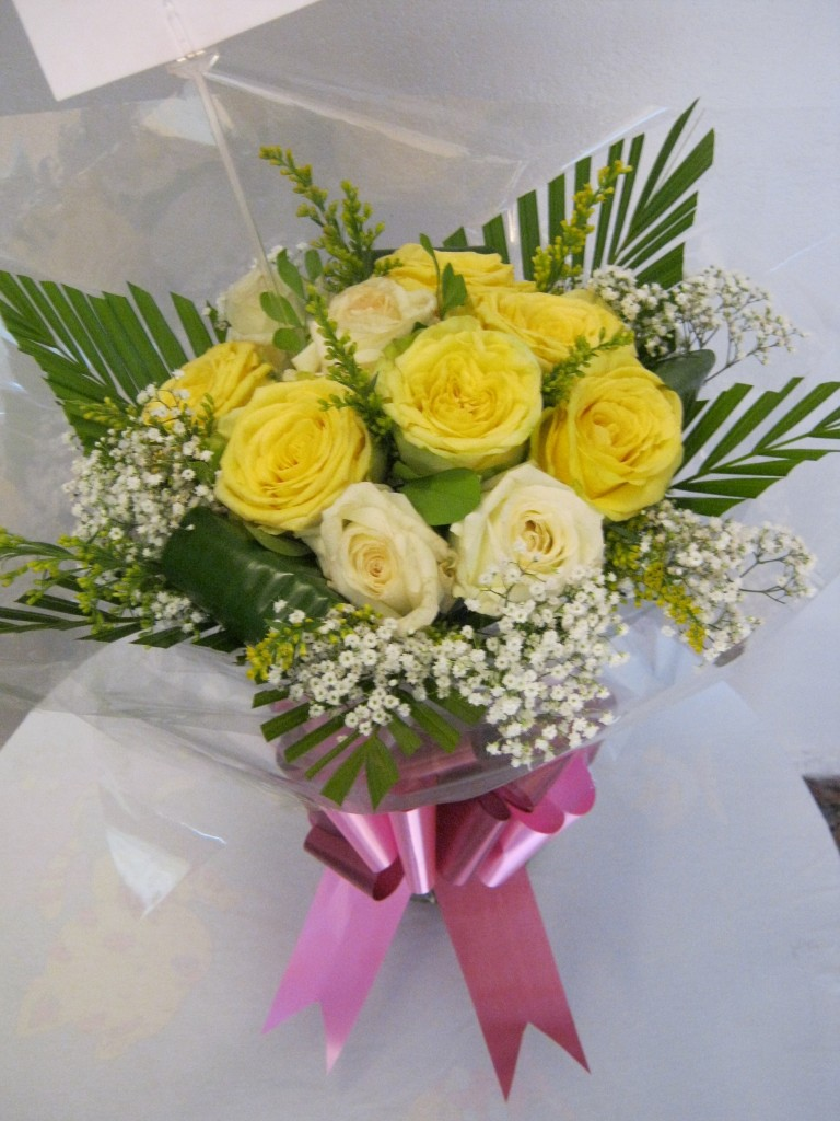 Yellow Cream / Roses & Baby's Breath