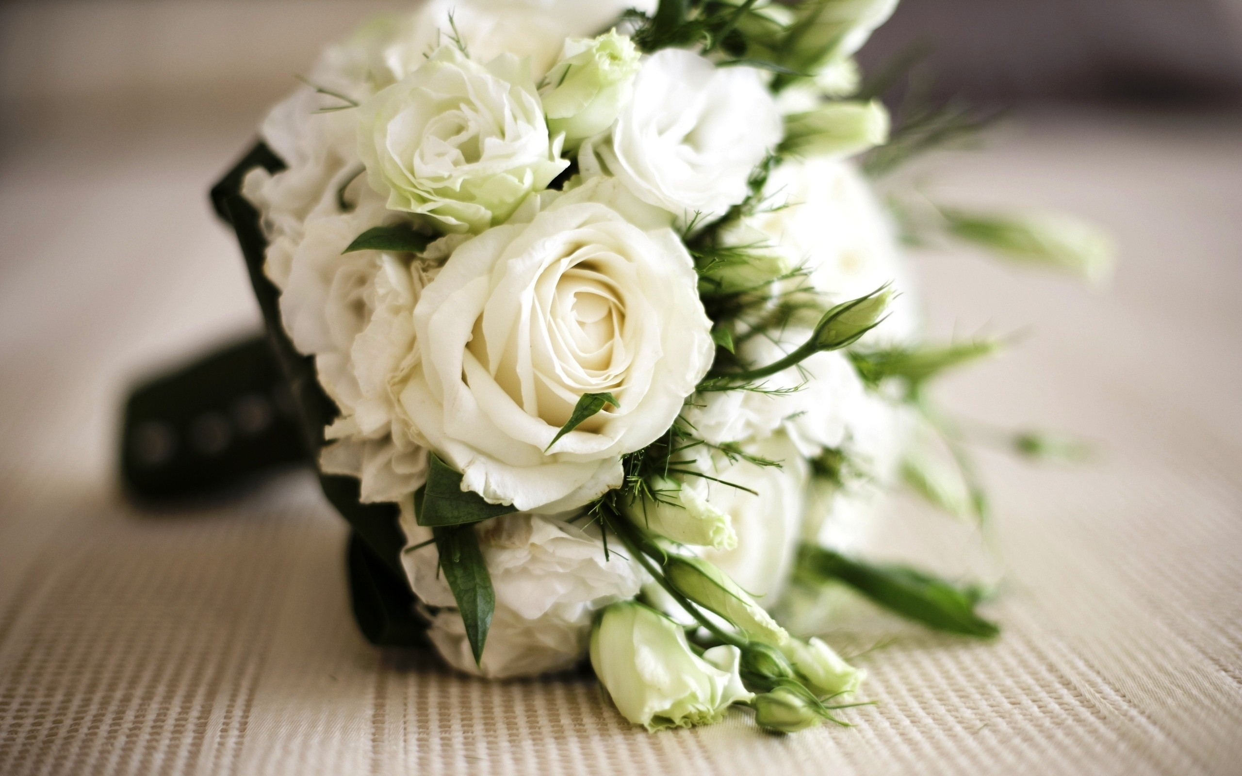 White Roses Spray Roses Bridal Bouquet Flowerandballooncompany