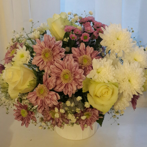 roses,chrysanthemusms,gypsophillia