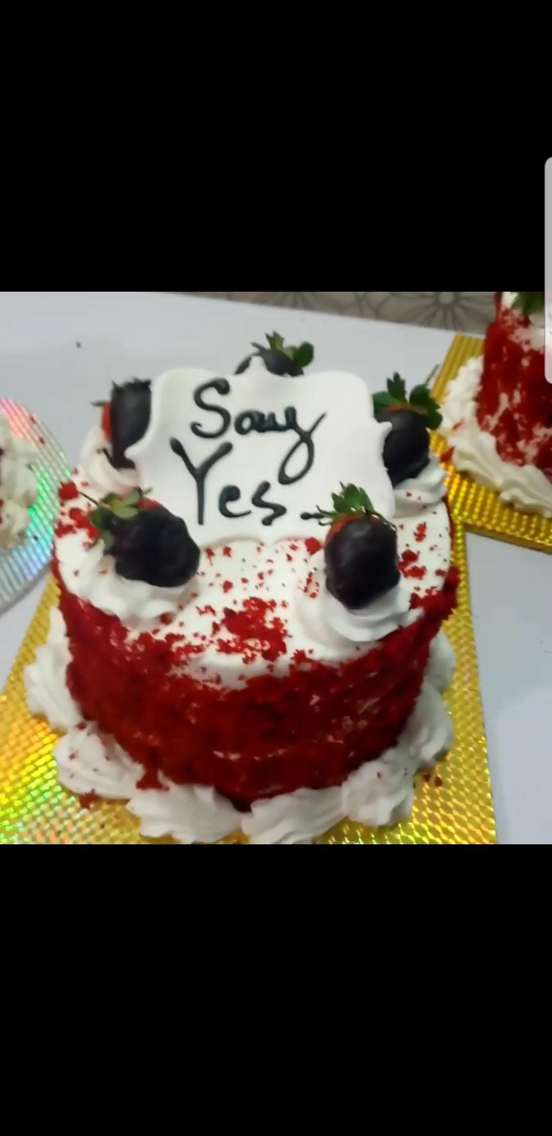 Red Velvet Cake Gift