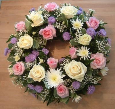 Pink & Cream Roses with Cream Daisies Wreath